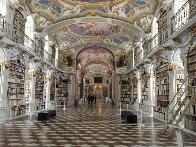 Klosterbibliothek im Benediktinerstift Admont (Image by Michael Brandl from Pixabay)